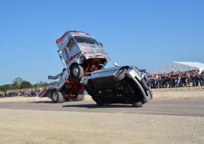 camion wheeling voiture bmw deux roues