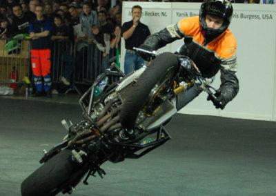 acrobaties moto indor