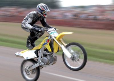 wheeling sur moto de cross